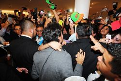 Sergio Perez, Sahara Force India F1, mit Fans