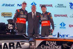 Sergio Perez ve Nico Hulkenberg, Sahara Force India F1 ile Dr. Vijay Mallya, Sahara Force India F1 T