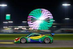 #64 Scuderia Corsa, Ferrari 458 Italia: Francisco Longo, Daniel Serra, Marcos Gomes, Andrea Bertolin