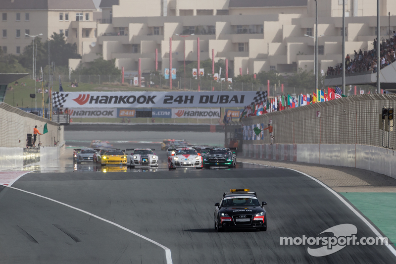Safety car leads the field to pace lap