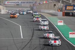 Pace-Lap: #97 GDL Racing, Porsche 991 Cup: John Iossifidis, Wee Lim Koeng, Michael Spiridinov, Melvi