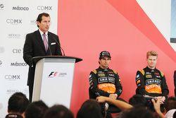 Federico Alaman, Director General de Automovilismo Deportivo de CIE; Sergio Perez, Sahara Force Indi