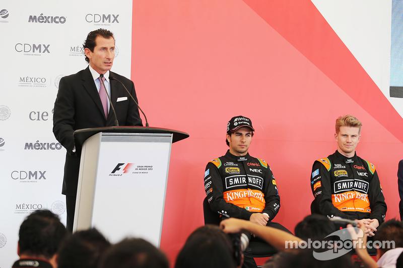 Federico Alaman, Director General de Automovilismo Deportivo de CIE; Sergio Perez, Sahara Force India F1, und Teamkollege Nico Hülkenberg, Sahara Force India F1, bei einer Pressekonferenz
