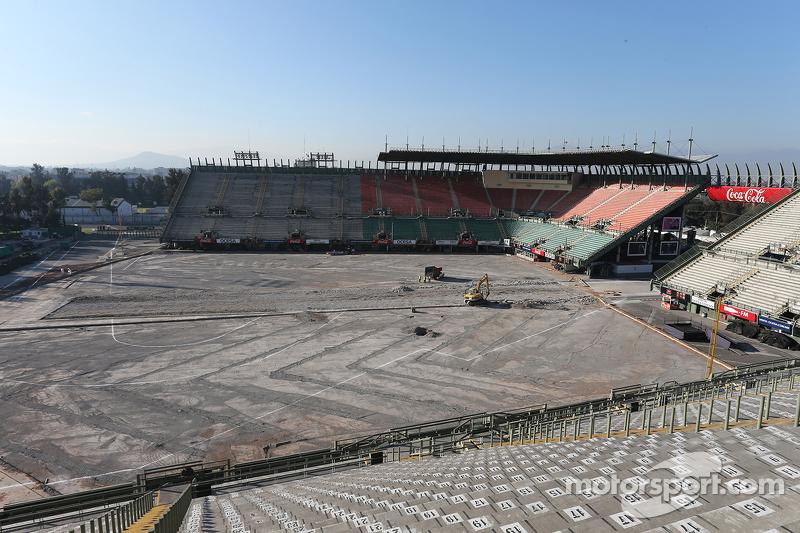 Construction work in the stadium arena at autodromo for Puerta 5 autodromo hermanos rodriguez
