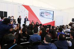 塞尔吉奥·佩雷斯, 印度力量车队,和尼克·胡肯伯格, 印度力量车队,出席一场新闻发布会