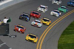 GTLM start: #4 Corvette Racing Chevrolet Corvette C7.R: Oliver Gavin, Tommy Milner, Simon Pagenaud