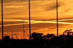 De zon gaat onder boven Daytona