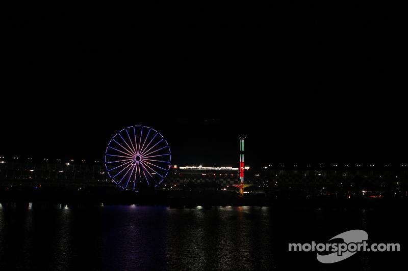 Das Ferris-Riesenrad bei Nacht