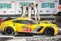 GTLM领奖台: #3 Corvette Racing,雪佛兰Corvette C7.R: Jan Magnussen, Antonio Garcia, Ryan Briscoe