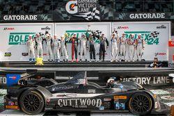 منصة تتويج فئة بي سي: سيارة رقم 52 بي آر1 ماثايسن موتورسبورتس: مايك غواش، أندرو نوفيتش، أندرو بالمر،