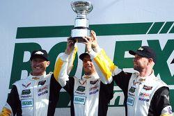 GTLM podium: winnaars Jan Magnussen, Antonio Garcia, Ryan Briscoe