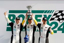 GTLM领奖台: 获胜者Jan Magnussen, Antonio Garcia, Ryan Briscoe