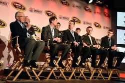 Le propriétaire Joe Gibbs, Denny Hamlin, Kyle Busch, Matt Kenseth, Carl Edwards