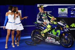 Valentino Rossi, Yamaha Factory Racing with lovely Yamaha girls