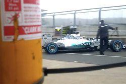 Screenshot van Mercedes teaser video van de W06