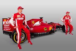 Kimi Raikkonen y Sebastian Vettel con el the Ferrari SF15-T