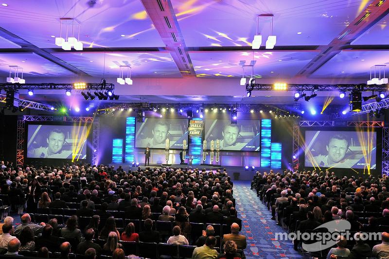 Ein Überblick über die Einführung in die NASCAR Hall of Fame 2015