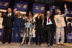 La famille de Wendell Scott reçoit la jacket NASCAR Hall of Fame en son honneur