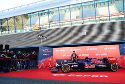 Max Verstappen, Scuderia Toro Rosso bersama the new Scuderia Toro Rosso STR10