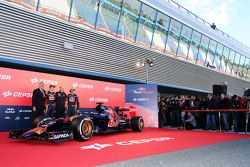 (L to R): Max Verstappen, Scuderia Toro Rosso; Franz Tost, Scuderia Toro Rosso Team Principal and Carlos Sainz Jr., Scuderia Toro Rosso unveil the new Scuderia Toro Rosso STR10