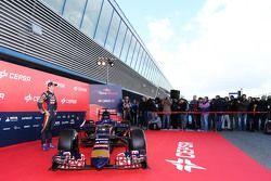 Max Verstappen, de Scuderia Toro Rosso, con el auto Toro Rosso STR10.