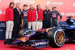 (L to R): The Cepsa Vice President of Marketing; Max Verstappen, Scuderia Toro Rosso; Cepsa personnel; Franz Tost, Scuderia Toro Rosso Team Principal; and Carlos Sainz Jr., Scuderia Toro Rosso, at the Scuderia Toro Rosso STR10 unveiling