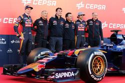 De Scuderia Toro Rosso STR10 is onthuld, Max Verstappen, Scuderia Toro Rosso; Paolo Marabini, Scuder