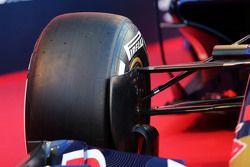 Detail suspensi depan Scuderia Toro Rosso STR10