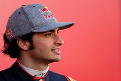 Карлос Саинс-мл.. Запуск Toro Rosso STR10, презентация.