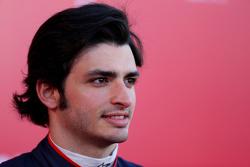 Карлос Сайнс. Запуск Toro Rosso STR10, презентация.