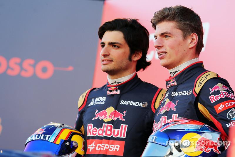 (L to R): Carlos Sainz Jr., Scuderia Toro Rosso con Max Verstappen, Scuderia Toro Rosso