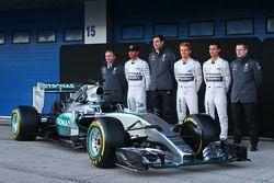 De Mercedes AMG F1 W06 is onthuld: Paddy Lowe, Mercedes AMG F1 Executive Director, Mercedes AMG F1;