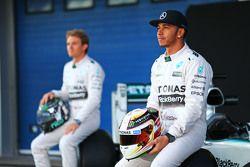 Lewis Hamilton, Mercedes AMG F1, en teamgenoot Nico Rosberg, Mercedes AMG F1 met de nieuwe Mercedes