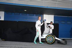 (da sinistra a destra): Nico Rosberg, Mercedes AMG F1 e il compagno di squadra Lewis Hamilton, Merce