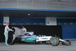 (L to R): Nico Rosberg, Mercedes AMG F1 and team mate Lewis Hamilton, Mercedes AMG F1 unveil the Mercedes AMG F1 W06