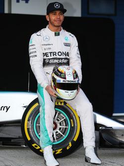 刘易斯·汉密尔顿, 梅赛德斯AMG车队,F1 W06赛车