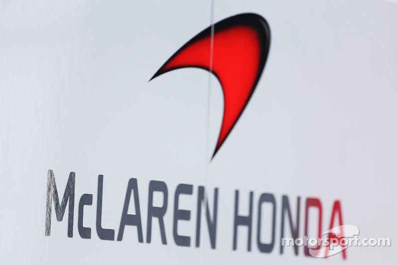 McLaren Honda logosu ve tabelası