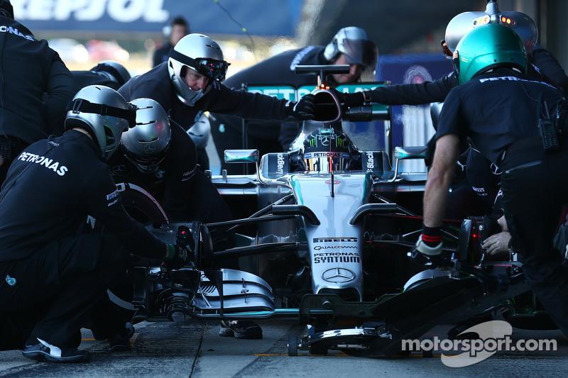 Ніко Росберг, Mercedes AMG F1 W06 практикує піт-стоп