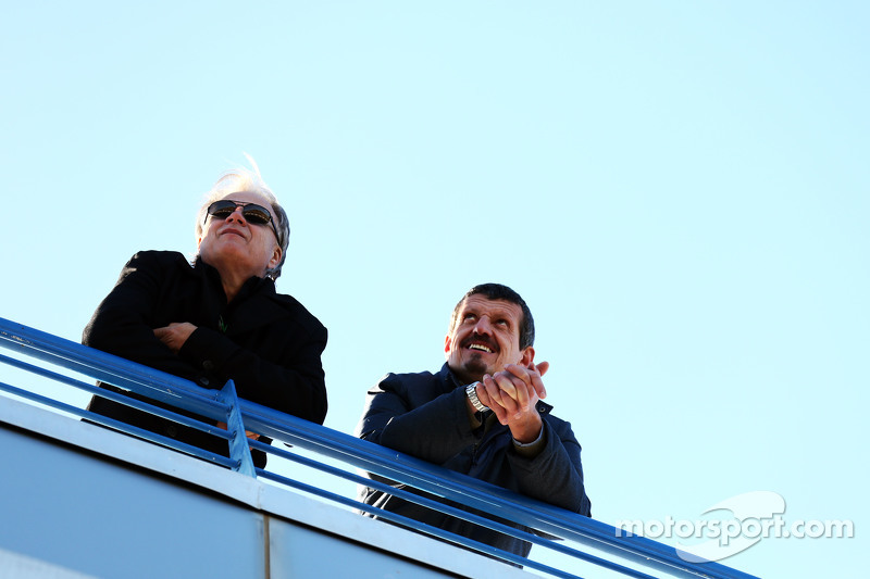 (da sinistra a destra): Gene Haas, Presidente Haas Automotion con Guenther Steiner, Direttore Haas F