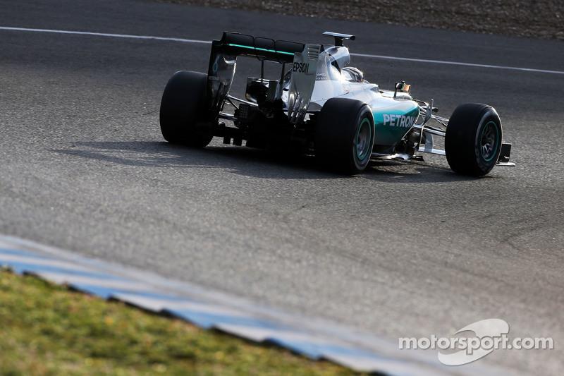 Mercedes lideró la pretemporada 2015