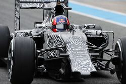 Daniil Kvyat, Red Bull Racing RB11 running without a front wing