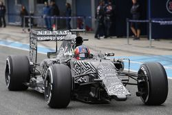 Daniil Kvyat, Red Bull Racing RB11 corre senza alettone anteriore
