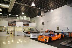 8Star Motorsports vários carros no workshop da equipe