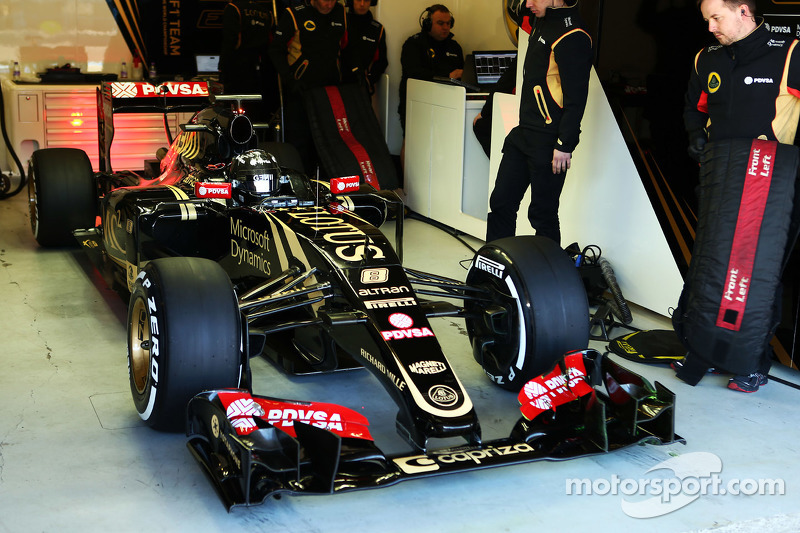 Romain Grosjean, con el Lotus F1 E23 (2015)