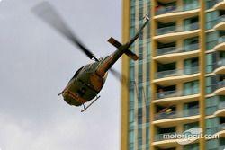 Un hélicoptère au-dessus de Surfers Paradise