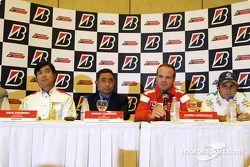 Bridgestone basın toplantısı: Hisao Suganuma, Hiroshi Yasukawa, Rubens Barrichello ve Felipe Massa