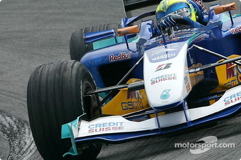 Massa liderou uma corrida pela primeira vez no GP do Brasil de 2004, por duas voltas.