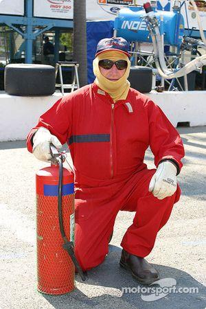 Un pompier pose