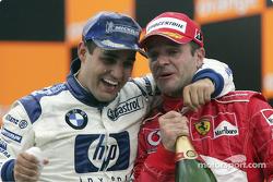 Podio: Juan Pablo Montoya yRubens Barrichello celebran