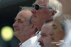 Toyota fotoğraf çekimi: John Howett, Ove Andersson ve Mike Gascoyne